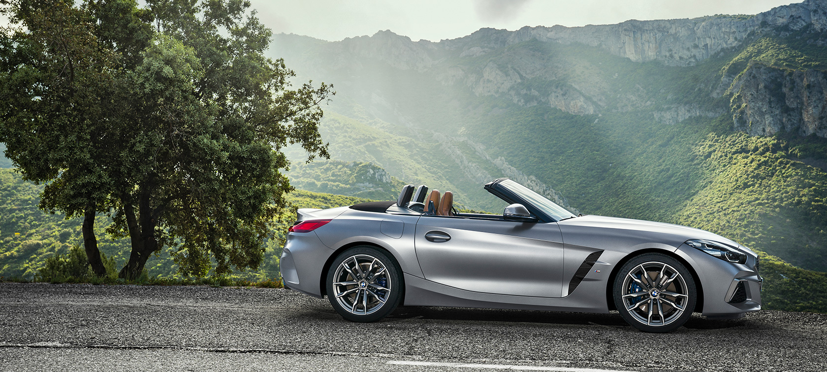 BMW Z4 M40i 2019 Descapotable BMW Individual Frozen Grey metalizado, aparcado, vista lateral